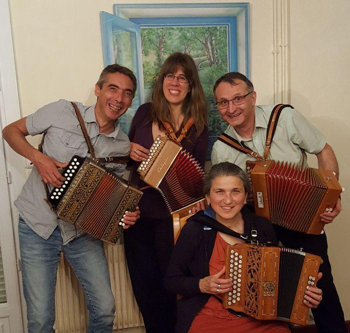 Juppimi, groupe d'accordéonnistes diatoniques amateurs (Michèle, Pierre, Julie et Jean-François)