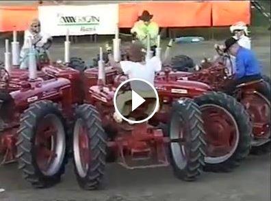 Impressionnant square dance en tracteur !
