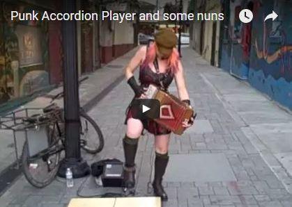 L'accordéoniste punk et les nonnes