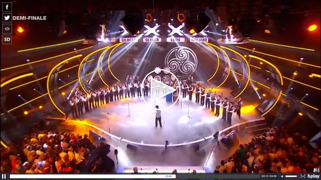 Affiche Autre Melinerion, le bagad de Vannes, en finale de l'émission télé «La France a un incroyable talent» à